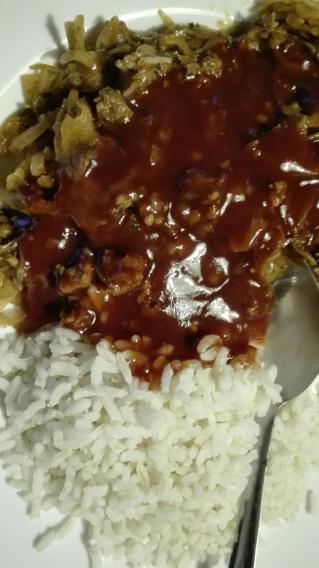 gebakken kool met hete rode saus
